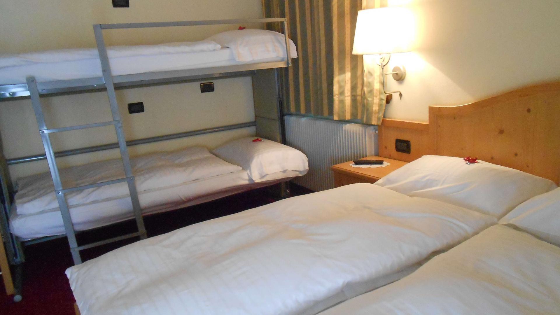 Details of triple room at Livigno - Hotel del Bosco