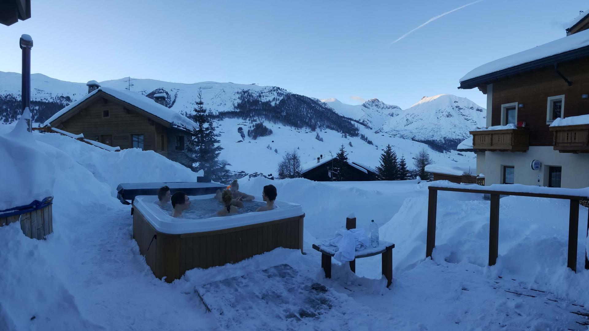 Wellness area all'aperto dell'Hotel Del Bosco a Livigno