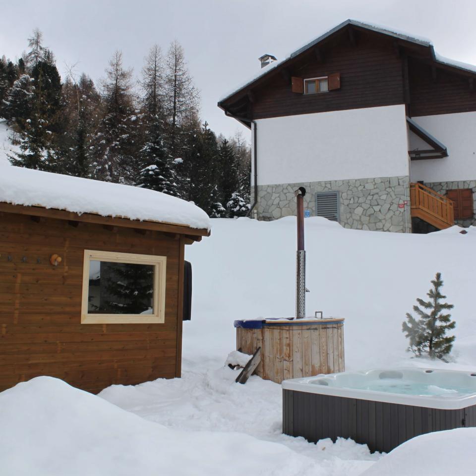 Tinozza con acqua fredda: hotel del Bosco