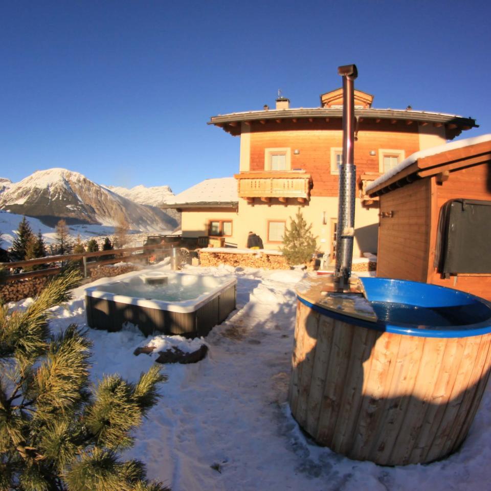 hotel del Bosco: tinozza con acqua fredda