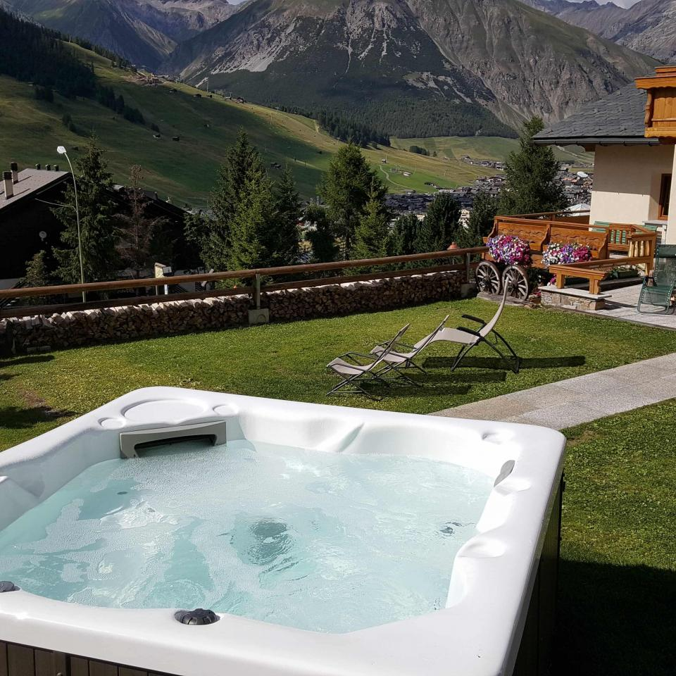 Vasca idromassaggio riscaldata dell'hotel del Bosco